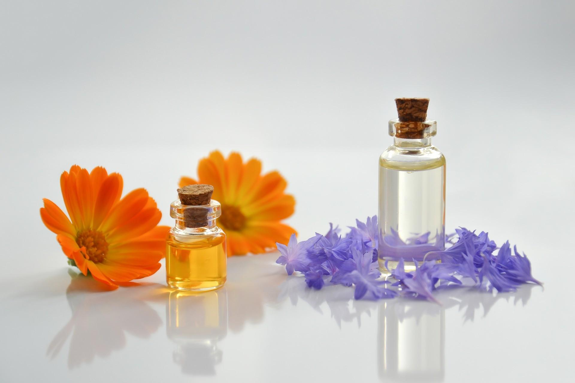 O tych zastosowaniach olejków nie wiedziałeś. Mają piękny zapach, ale potrafią o wiele więcej